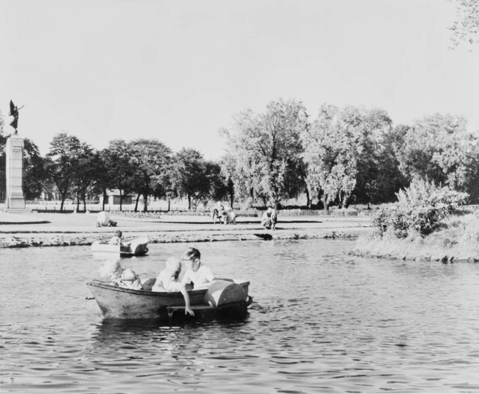 (742)-Victoria-Park-Pond-paddle-boats